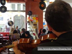 Fernando-Albrecht-fala-sobre-música-nas-lojas-e-restaurantes-no-Shopping-Tottal-em-seu-Face