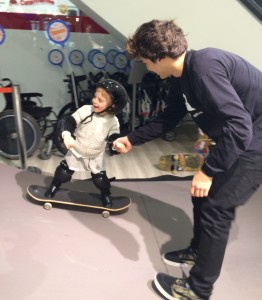 Fernenado-Albrecht-divulga-ação-do-Shoping-Total-para-o-dia-das-crianças-em-que-disponibilizará-aulas-de-skate