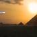 Fernando Albrecht usa Imagem das pirâmides do Egito com o céu alaranjado pelo por do sol para ilustrar sua nota sobre o enigma das pirâmides