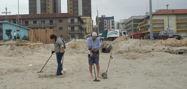 Fernando Albrecht-fala sobre o de contruçõa como ferros encontrados na beira da praia