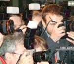 Fotógrafos profissionais cobrindo uma pauta