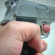 IMagem de uma mão empunhando uma arma