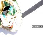 Máscara de Carnaval caída ao chão
