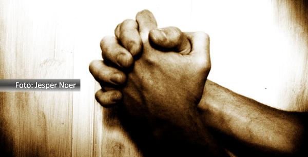 Mãos postas em sinal de oração