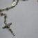 Parte de um rosário de metal - um dos símbolos da Igreja Católica