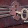 Chave dentro de uma fechadura antiga