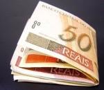 Notas de 50 e de 10 reais