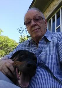 Cachorro dobermann chamado  Thor, na foto com o colunista Fernando Albrecht,  morre aos 10 anos