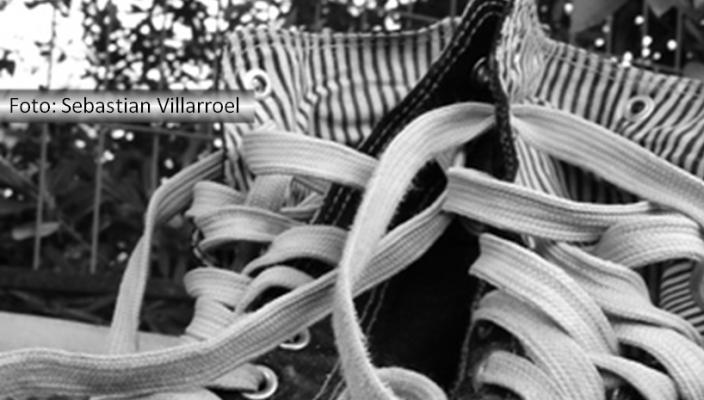 Cadarços soltos de um tênis
