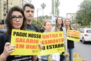 Servidores estaduais fazem manifestação contra o parcelamento de salários