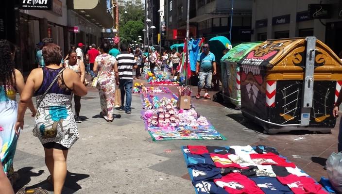 Fernando Albrecht fala sobre o caos instalado por vendedores ambulantes na Rua da Praia
