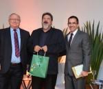 Cortella (ao centro) com os mediadores Alcides Mandelli Stumpf e Jorge Martines (diretor de Gestão Organizacional e Integração da Unimed/RS)
