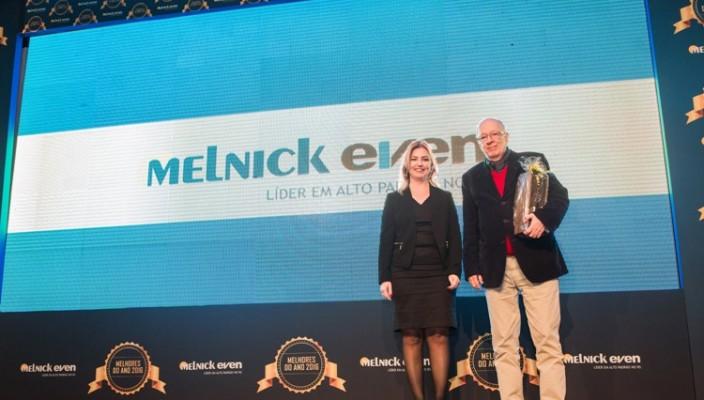 fernando-albrecht-recebe-premio-da-Melnick