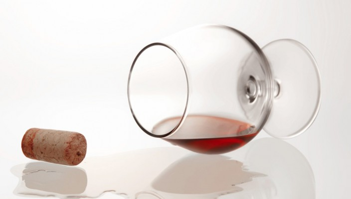glass-of-wine-with-cork-2-1326585 motel