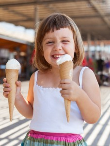 retrato-de-feliz-bebe-de-3-anos_1398-2670