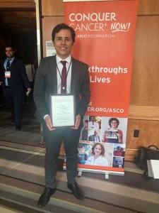 dr. João Isaacsson Velho recebendo premio ASCO (1)
