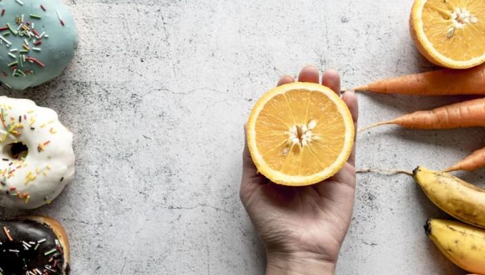 bolo de laranja com cascas Foto da Freepik