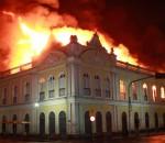 Incêndio Mercado Público de Porto Alegre em foto de João Mattos
