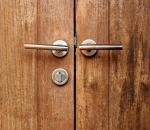 porta abre e fecha